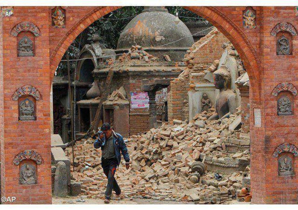 Cercanía del Papa ante el trágico terremoto en Nepal