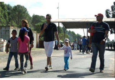 Se realizó la undécima marcha contra la pastera UPM-Botnia