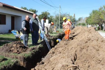 Intenso avance en la obra cloacal del barrio África en Coronel Vidal
