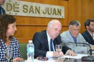 Casamiquela firm� convenios y entreg� subsidios para la producci�n local