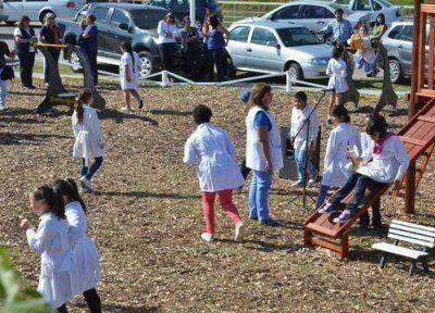 """En el Centro Ambiental El Aserradero se inauguró una """"Eco Pista"""" hecha con plástico reciclado"""