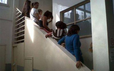 Anunciaron que el Registro Civil de Pilar iba a abrir los sábados, no lo hizo y hubo indignación
