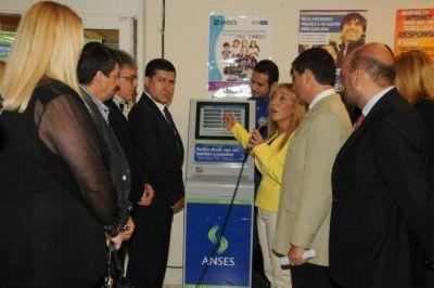 Casas habilitó la terminal de autoconsultas de ANSeS en la UNLaR