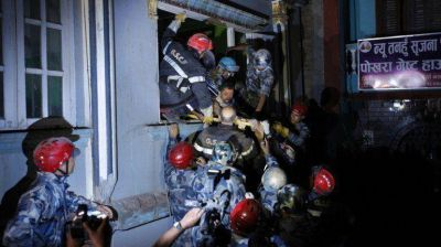Nepal: sobrevivió 82 horas bajo los escombros bebiendo sus desechos