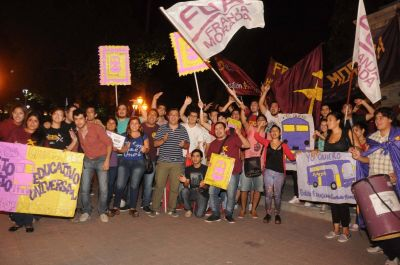 Alumnos se manifiestan frente a Casa de Gobierno por el boleto gratuito educativo