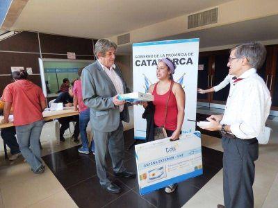 El Ministro Aparicio participó de la exitosa entrega de kits de la TDA