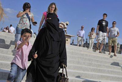 Debate en Francia por el uso de la falda larga como símbolo religioso