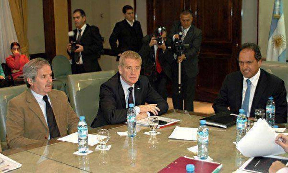 Scioli inició el diálogo político con De Narváez y Solá y fijó otro encuentro en un mes