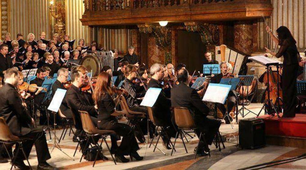 Papa Francisco reserva puesto de honor a inmigrantes y pobres en concierto del Vaticano