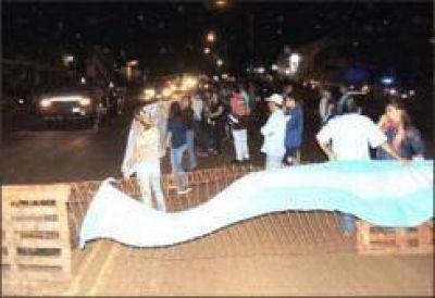 Vecinos del barrio Don Pedro cortaron la Ruta 12, descontentos con la Municipalidad y el IProDHa