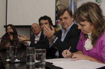 Pérez Catán entregó equipamiento a zoonosis y chips para ser colocados a razas peligrosas
