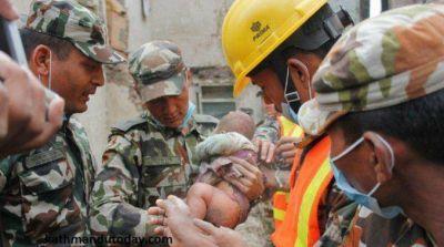 Rescatan a un beb� que estuvo 22 horas bajo los escombros tras el terremoto