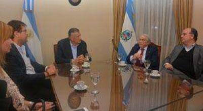 Héctor Méndez se reunió anoche con Gioja y cenó con industriales
