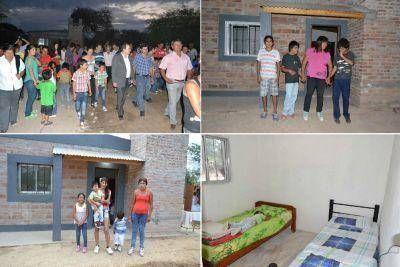 Entregan de viviendas sociales enla localidad de Vaca Human