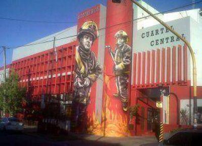 Inauguraron formalmente el mural del Cuartel Central de Bomberos