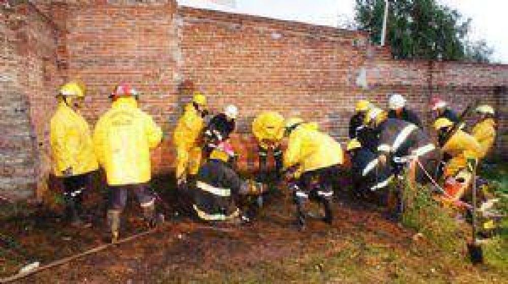 ADELANTO: Tras varias horas rescatan a un equino caído en un pozo