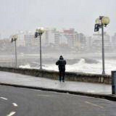 Alertan por lluvias y vientos fuertes
