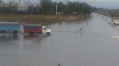 Abundantes lluvias complicaron rutas y localidades del sur santafesino