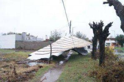 AHORA: Se voló el techo de una casa