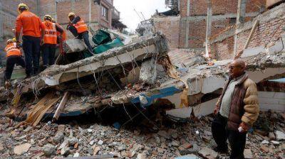 Otro milagro en Nepal: rescatan a un hombre de 101 años