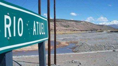 Mendoza asegura que sólo riega 40 mil hectáreas de 75 mil