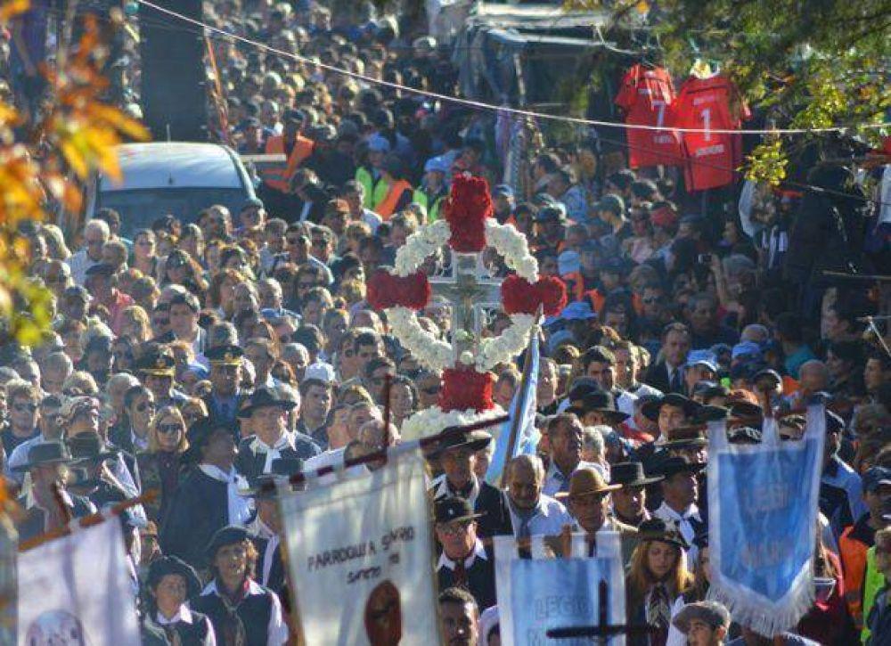 Una multitud acompañó al Cristo de la Quebrada en la tradicional procesión