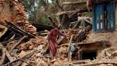 A una semana del terremoto de Nepal, rescatan vivo a un hombre de 100 años