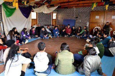 """""""Colegios Abiertos"""" del CPE: 600 alumnos participan del camping en Lago Roca"""