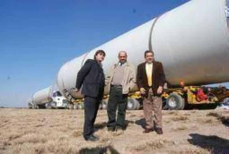 Energía. Llegaron los primeros tramos del primer molino de viento