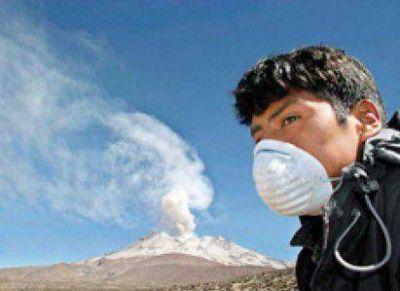 Fuerte olor a azufre preocupó a los vecinos y autoridades reclaman medidores de aire