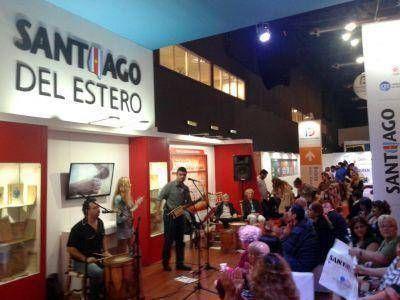 Los artistas santiagueños y la gente, grandes protagonistas de la Feria del Libro