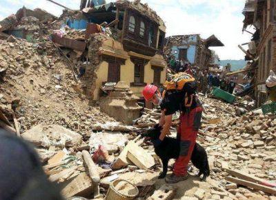 Leones mercedinos ayudan a los rescatistas que trabajan en Nepal