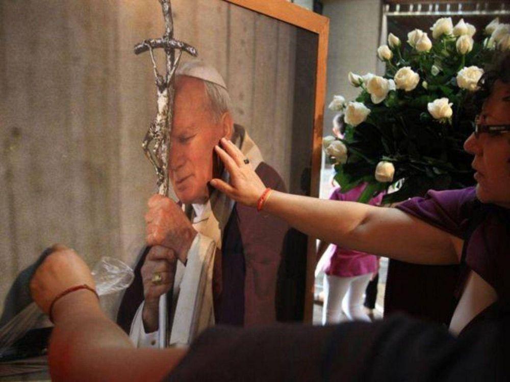 La sangre de Juan Pablo II llega a Perú en peregrinación