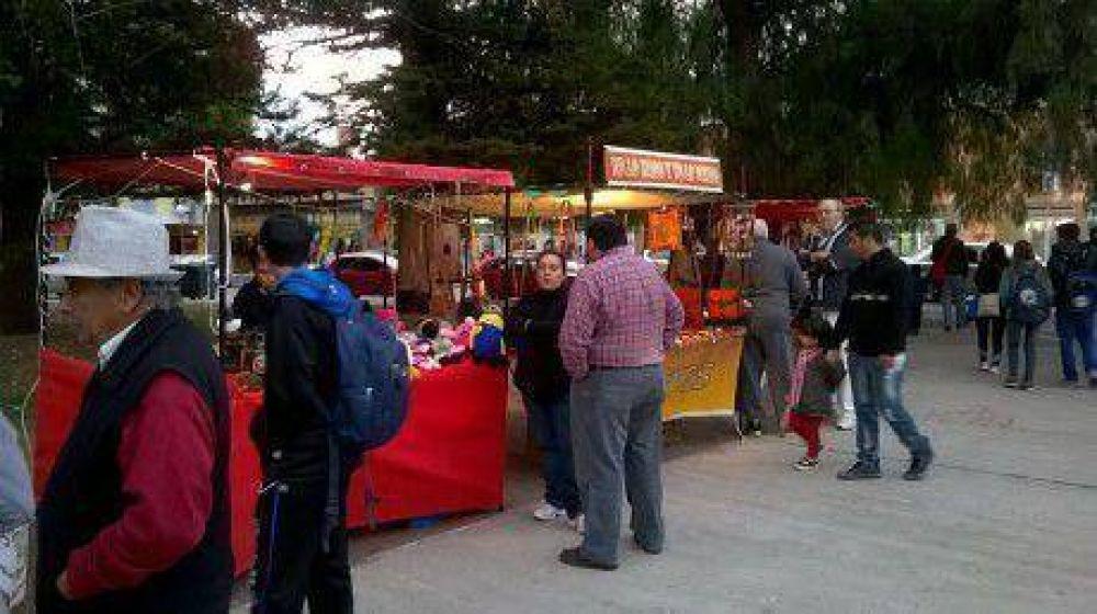 Mañana vuelve la Feria Municipal de Artesanos en Viedma