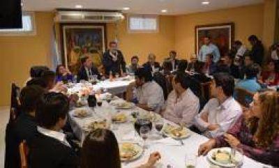 Junto a Beder y Casas, Álvarez presentó su candidatura en Capital