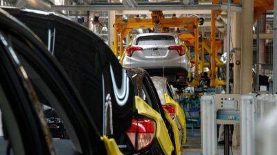 La industria automotriz acumuló en abril 19 meses consecutivos en recesión