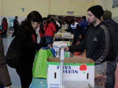 Variedad de pescados, mariscos, quesos y productos locales en la feria de Ushuaia
