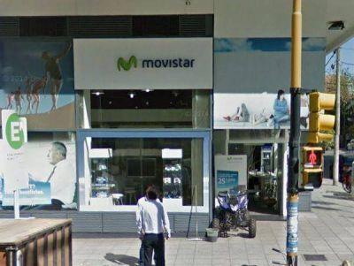 Rápidos como el viento: robaron 40 celulares de alta gama, en un local de Movistar