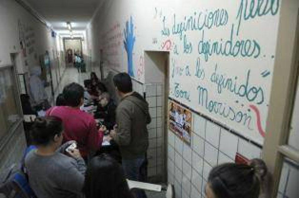 Derrota del bardonismo en la elección estudiantil