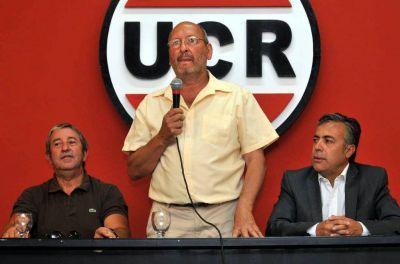 Cobos apunta a municipios peronistas