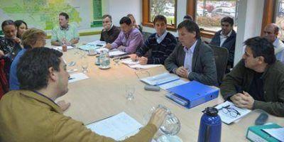 El municipio quiere dar en comodato 15 colectivos a Indalo