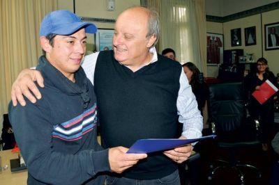 El municipio entregó lotes recuperados a 14 familias