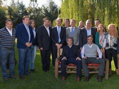 La fórmula del PJ recibió el respaldo de un enviado bonaerense en una cumbre que incluyó a Pérez