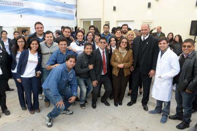 Lucía Corpacci inauguró un laboratorio químico ambiental
