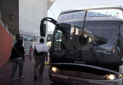Refuerzan las salidas de colectivos de Paraná a Santa Fe en horarios pico