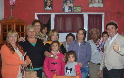 El Dr. Ochoa precandidato del FR se reunió con vecinos del barrio