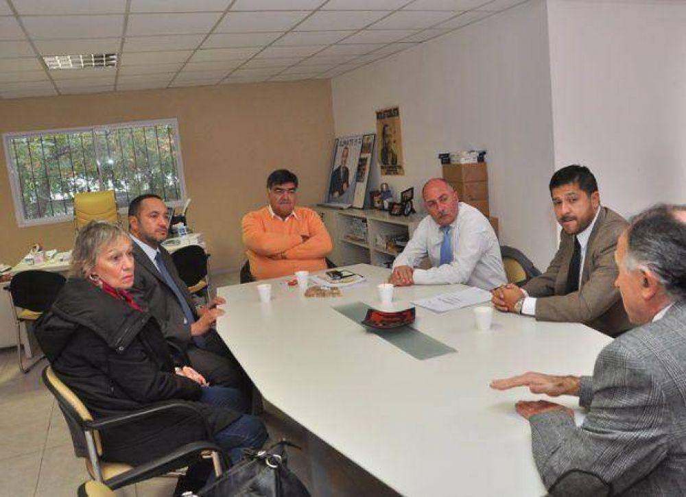 El Concejo Deliberante aprobó el proyecto para que el Municipio asfalte el ingreso a la escuela Agraria