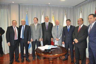 Jenefes presidió la primera reunión anual de la mesa ejecutiva del Parlamento del NOA