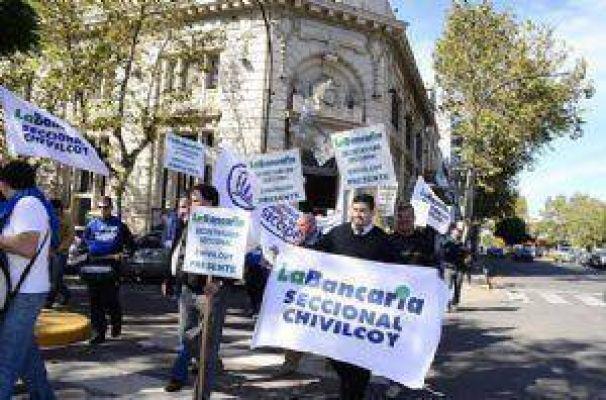 Dirigentes de la bancaria se movilizaron y realizaron for Oficinas bancarias abiertas por la tarde