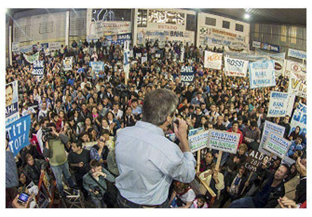 Con un masivo acto en La Paz, Bahl recibió el apoyo del peronismo como candidato a Gobernador